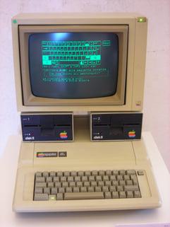 Apple_IIe__Disk_II_drives__Apple_Monitor_II.jpg